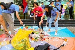 volunteers cleaning litter in shanghai